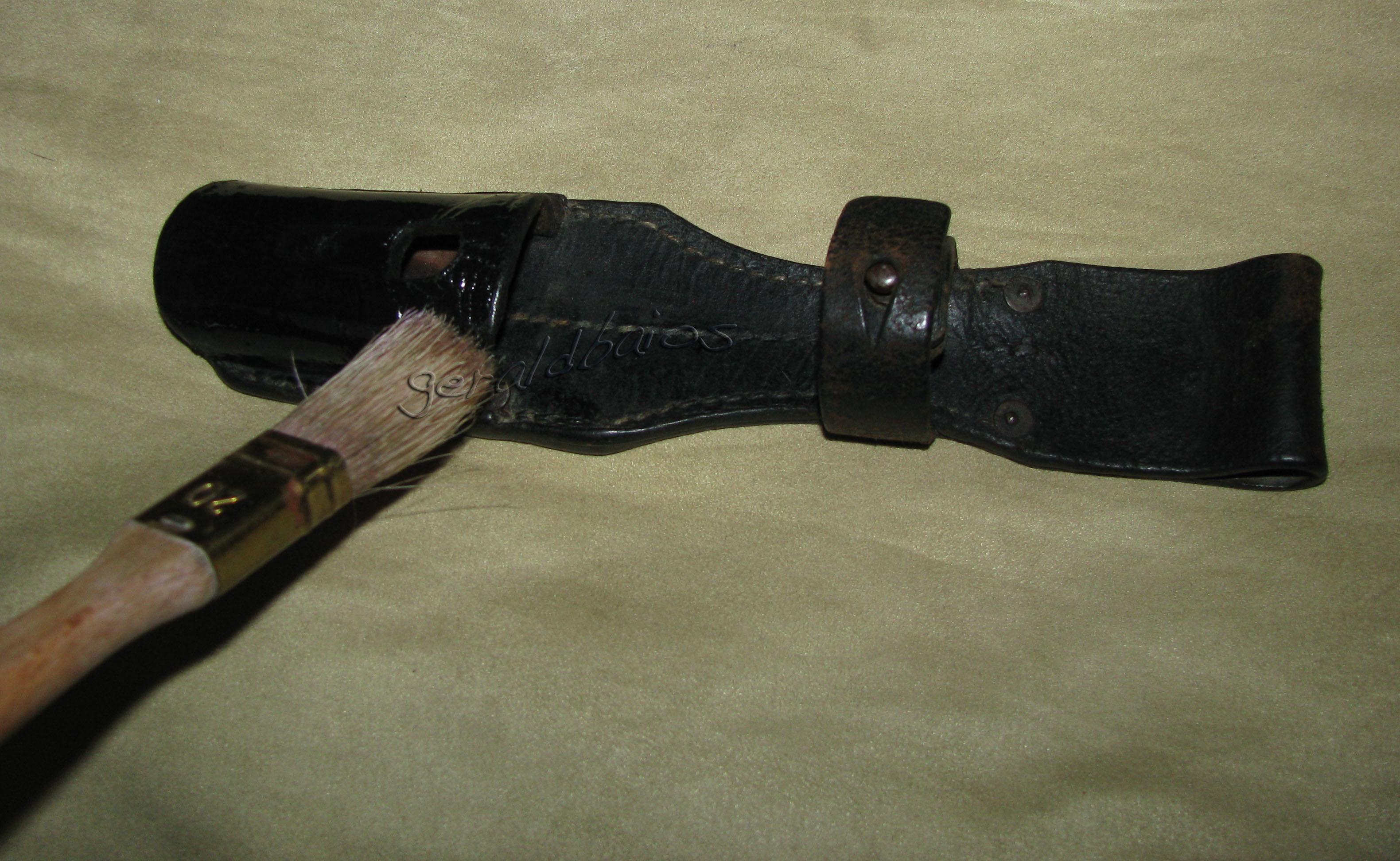 Restauration d un porte fourreau en cuir - Teinter du cuir ...